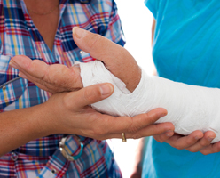 edmonton bone fracture injury lawyer - broken hand